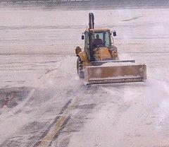 Аэропорт в Сочи закрыт для приема самолетов из-за сильного снегопада