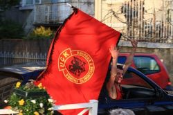 Флаги независимого Косово были втайне изготовлены в Турции