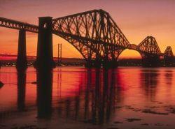 В Шотландии завершают начатую 100 лет назад покраску моста