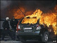 Сербы в Косове подожгли КПП