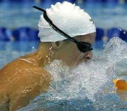Российская пловчиха Анастасия Зуева установила рекорд Европы в порванном гидрокостюме