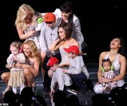Двухлетний сын Виктории Бекхэм выступил на концерте Spice Girls (фото)