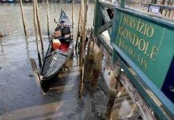Водные каналы Венеции начали стремительно мелеть (фото)