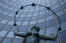 Еврокомиссия понизила прогноз роста ВВП еврозоны и повысила прогноз инфляции
