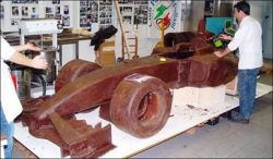 В Италии Сделали Ferrari из шоколада в натуральную величину