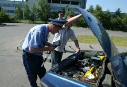 Осужден автоинспектор, раздававший талоны техосмотра друзьям и родным