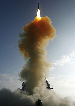 США провели военно-пропагандистские стрельбы