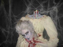 Самый страшный карнавальный костюм (фото)