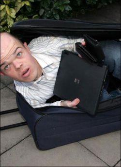 Карлики в чемоданах грабят пассажиров (фото)