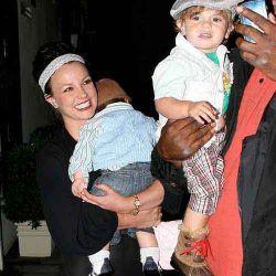 Бритни Спирс разрешили встречаться с детьми