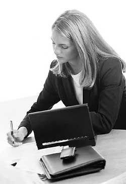 Статистика доказала: одинокие женщины готовы бесплатно работать внеурочно