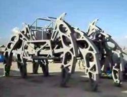 Гигантский паук из стали (видео)
