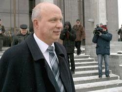 Один из лидеров белорусской оппозиции Александр Козулин продолжит голодовку, вернувшись в колонию с похорон жены