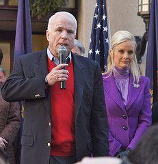 Демократы расследуют финансирование кампании Джона Маккейна