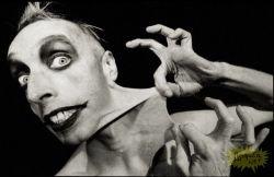Мистер Эластик и его цирк ужаса (фото)