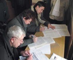 Очереди за получением загранпаспортов стали напоминать советское прошлое