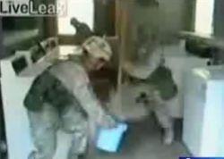 Американские солдаты атаковали швабрами прачечную (видео)