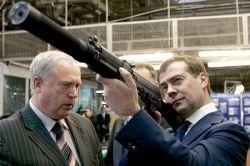 Кандидаты на пост президента России взялись за оружие (фото)