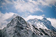 Ученые разрешили перенос Олимпийского факела через Эверест