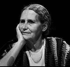 """Роман \""""Расщелина\"""" нобелевского лауреата Дорис Лессинг впервые издан на русском языке"""