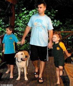 Австралийский питон съел собаку на глазах владельцев (фото)