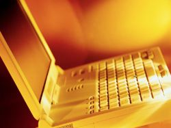 Zeus Computers выпустили золотой ноутбук с бриллиантовой отделкой