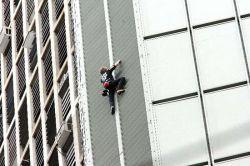 Человек-паук со второй попытки покорил бразильский небоскреб (фото)