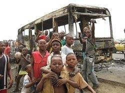 Камерунские демонстранты захватили в заложники 2000 детей