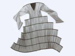 Японские дизайнеры предлагают перейти на одноразовые и галактические наряды
