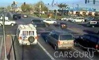 Невероятное происшествие на дороге (видео)