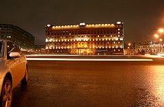 На здание ФСБ в Москве обрушились леса. Пострадали 4 человека
