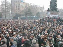 В Ереване начались новые столкновения с полицией