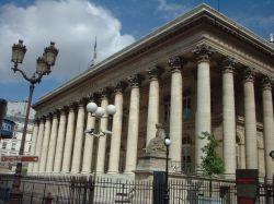 У Парижской биржи установили две юрты
