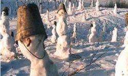 Крымское плато украсили сотни снеговиков