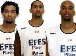 Отказавшиеся играть в Сербии американские баскетболисты уволены