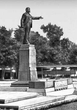 В Душанбе снесли последний памятник Ленину - коммунисты сердятся