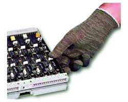«Человек-магнит» ломает компьютеры прикосновением