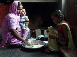 Индийские власти заплатят семьям, в которых родятся девочки