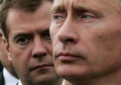 Путин поработает премьером у Медведева, чтобы избежать междоусобной войны враждующих кремлевских кланов