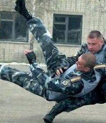 Конфликтных подчиненных милицейские начальники воспитывают кулаками