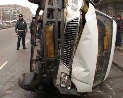 В Петербурге столкнулись две маршрутки - двое погибли, девять человек ранены