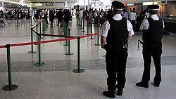 Из Лондона в Варшаву начал летать самолет с одними преступниками на борту