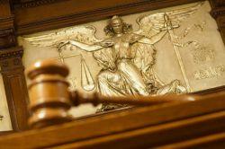 Только треть россиян готова судиться за свои права