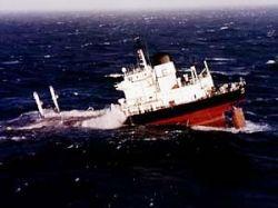 У берегов Вьетнама продолжается поиск 14 моряков с затонувшего танкера