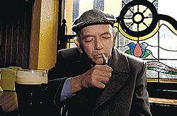 Немцы отказываются пить пиво без сигареты - в пивных упала посещаемость