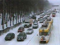 В Татарстане и Чувашии из-за снегопада ночью было перекрыто движение