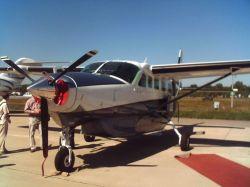 Отец подвез сына на самолете