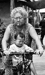 Большинство курящих родителей не пытаются защитить своих детей от воздействия дыма