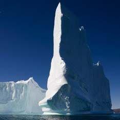Гигантский айсберг запер порт Гренландии