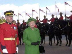 Елизавету II расстроил запрет на ношение военной формы
